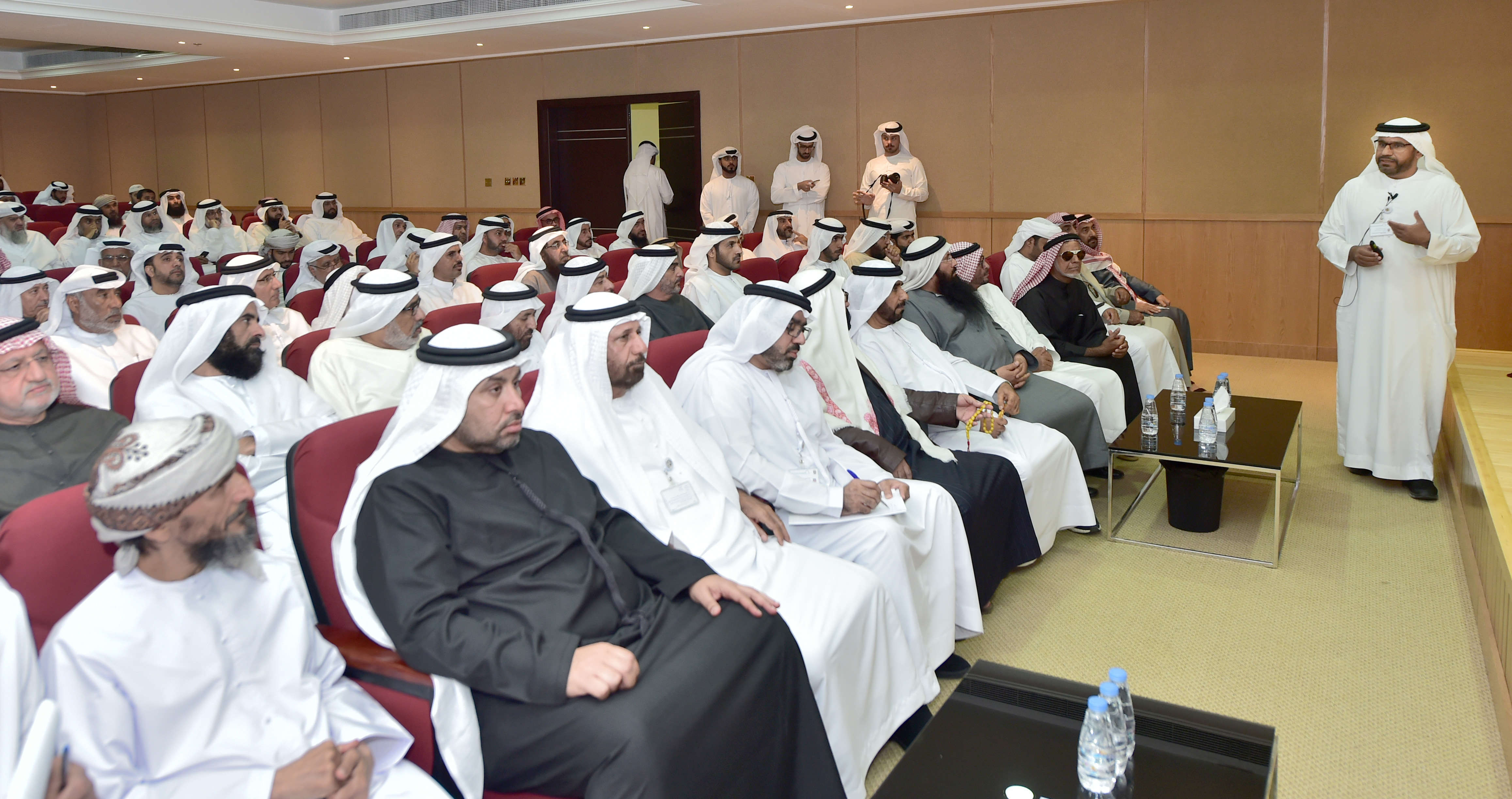 The Islamic Affairs holds meeting with its partners to discuss ways to serve the Emirati pilgrims